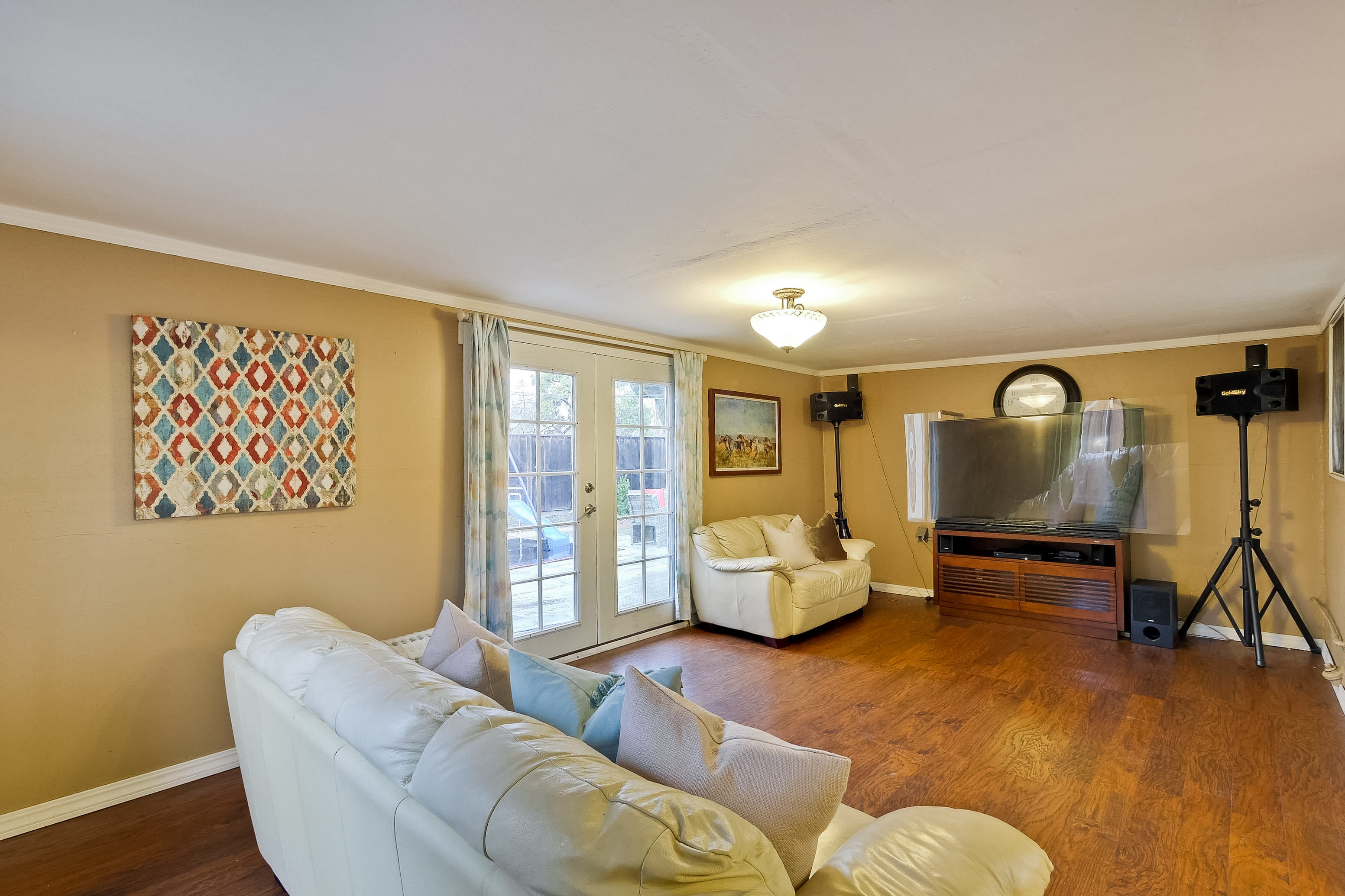 315 Meadowlake Dr, Sunnyvale 94089 - Family Room (A)