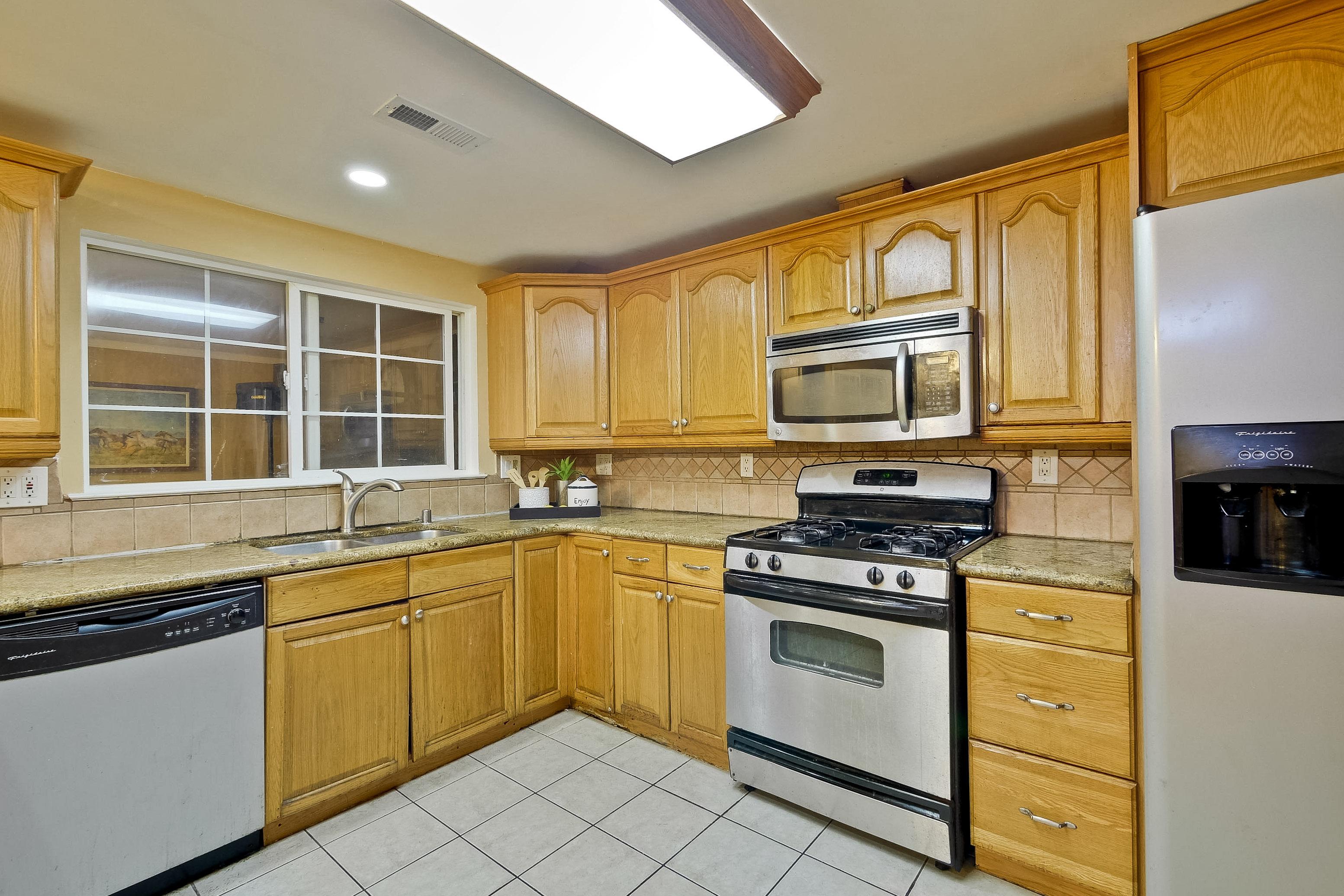 315 Meadowlake Dr, Sunnyvale 94089 - Kitchen (B)