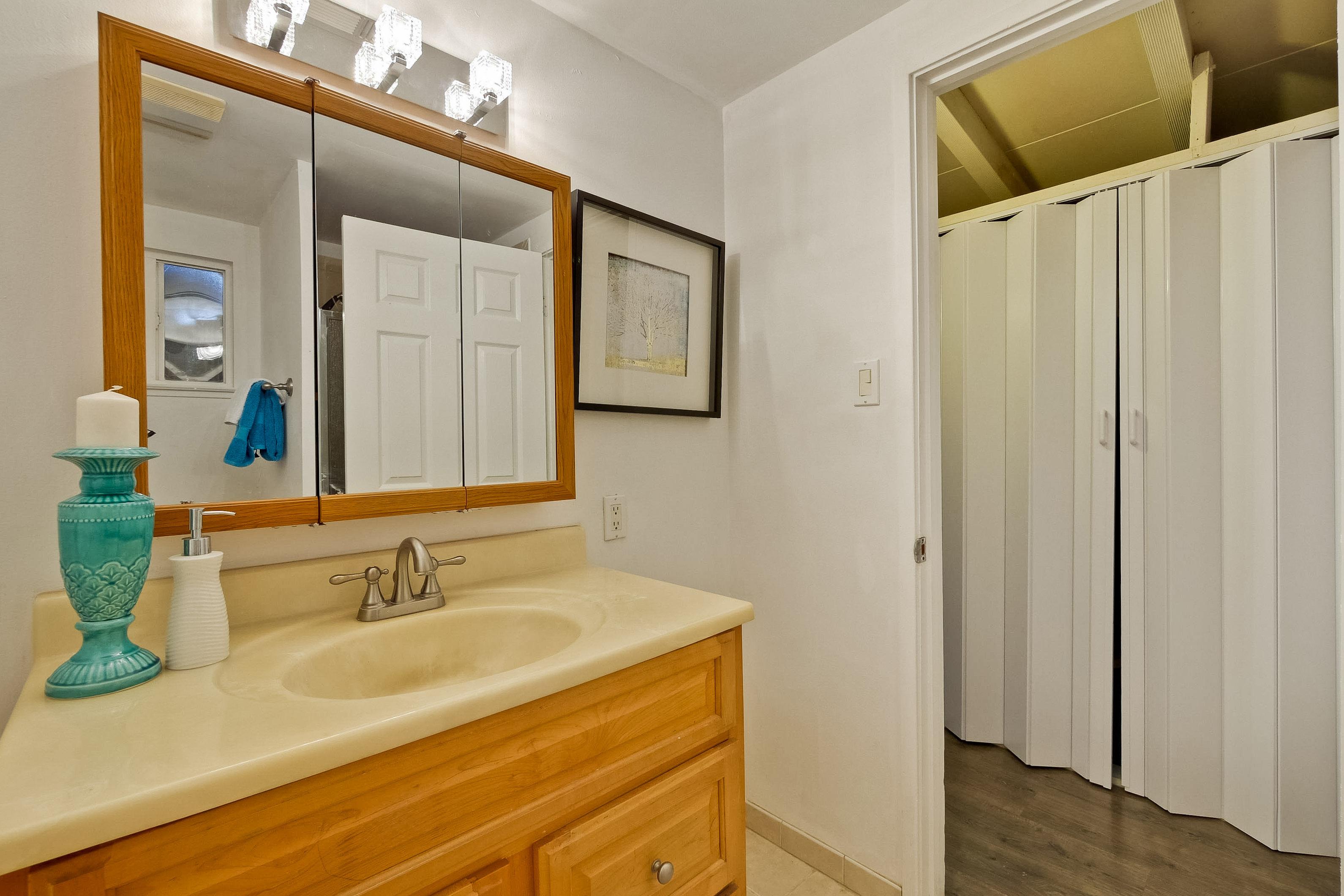 315 Meadowlake Dr, Sunnyvale 94089 - Master Bathroom (A)