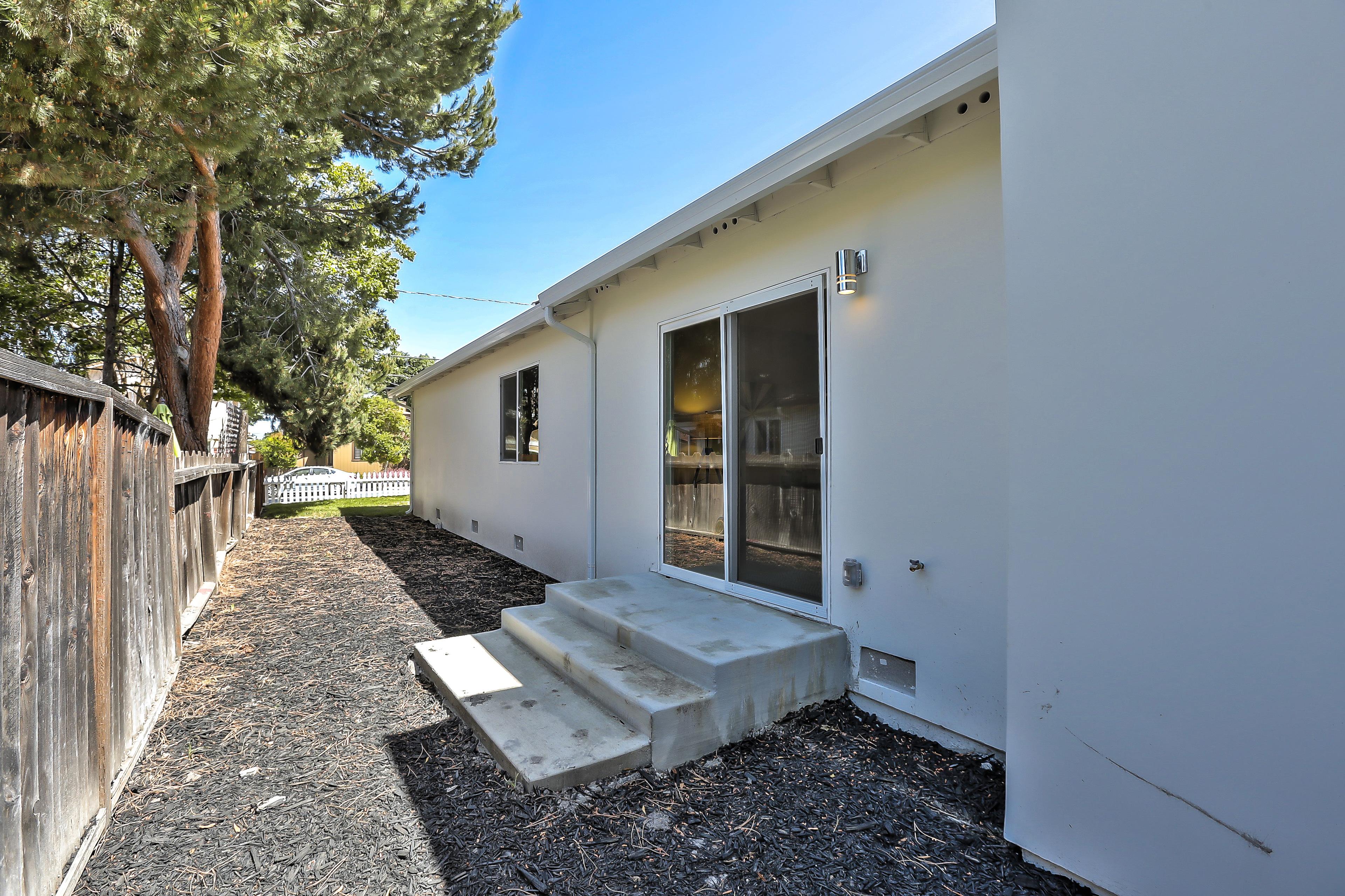 355 Morse Ave, Sunnyvale 94085 - Sideyard 2 (A)