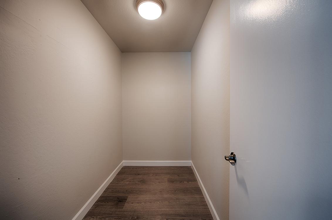 Closet (A)