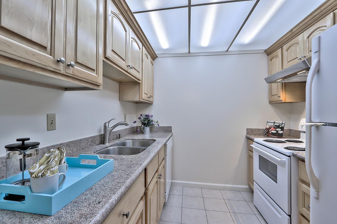 Kitchen (B) - 1945 Mount Vernon Ct 4