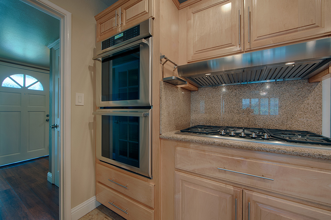 Kitchen (E) - 800 Mulberry Ln