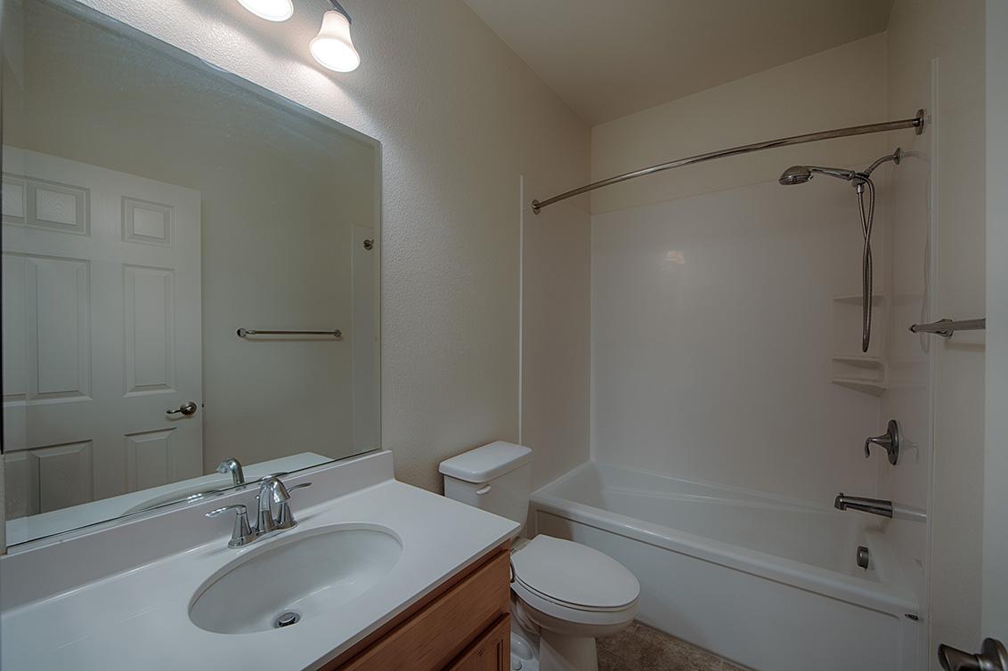 Bathroom 3 (A) - 158 Newbury St