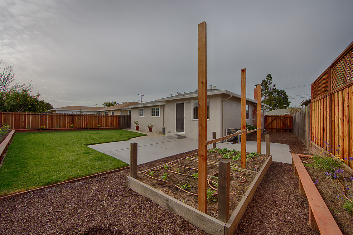 Backyard (B) - 4718 Nicolet Ave