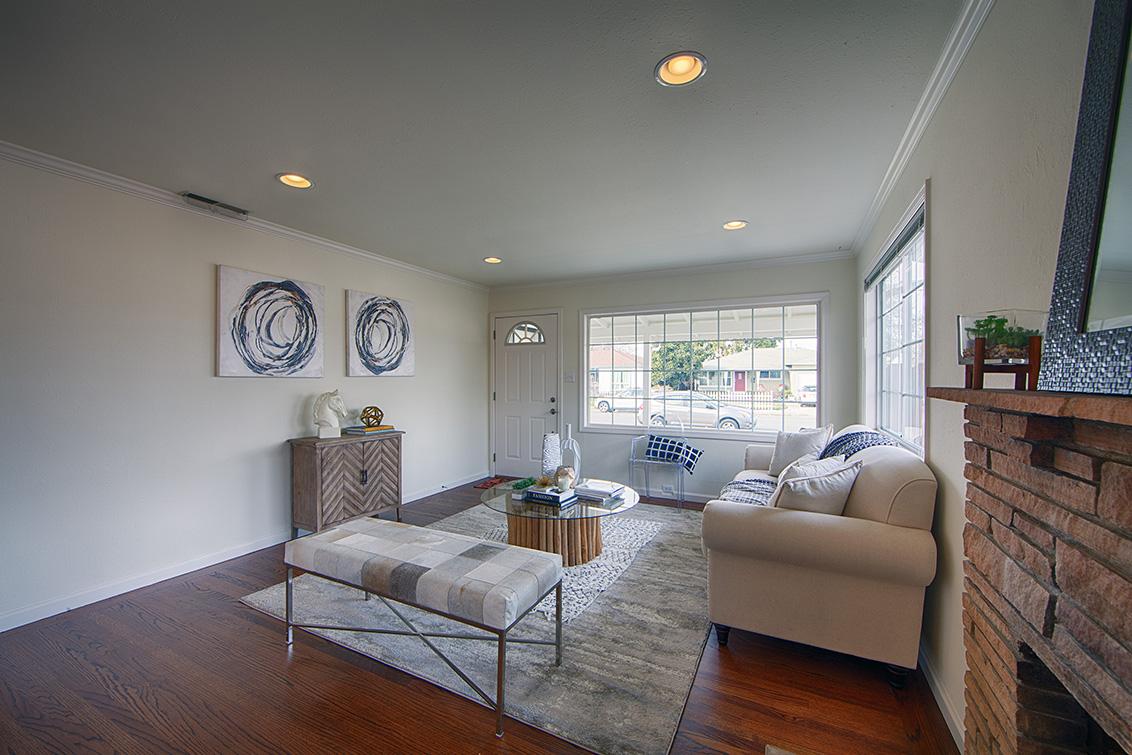Living Room (C) - 4718 Nicolet Ave