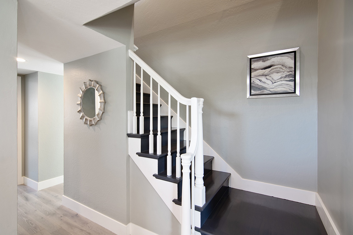 Staircase (A) - 634 Oneida Dr