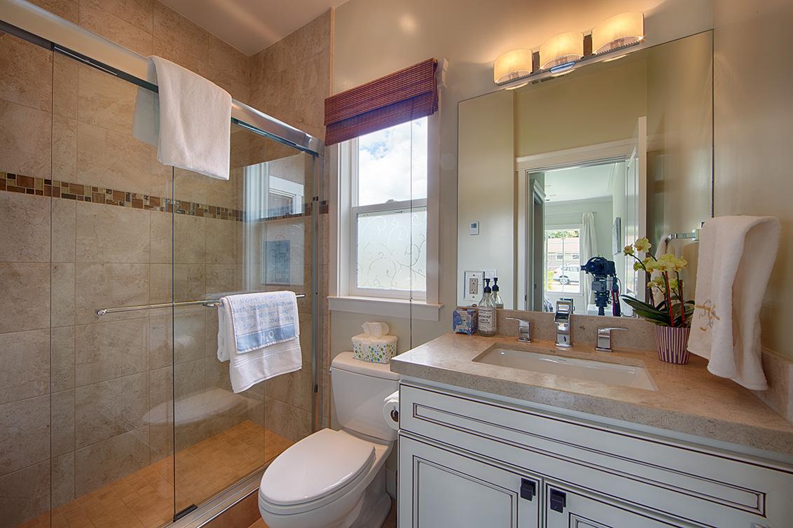 Bedroom 4 Bath (A) - 1790 Pilgrim Ave