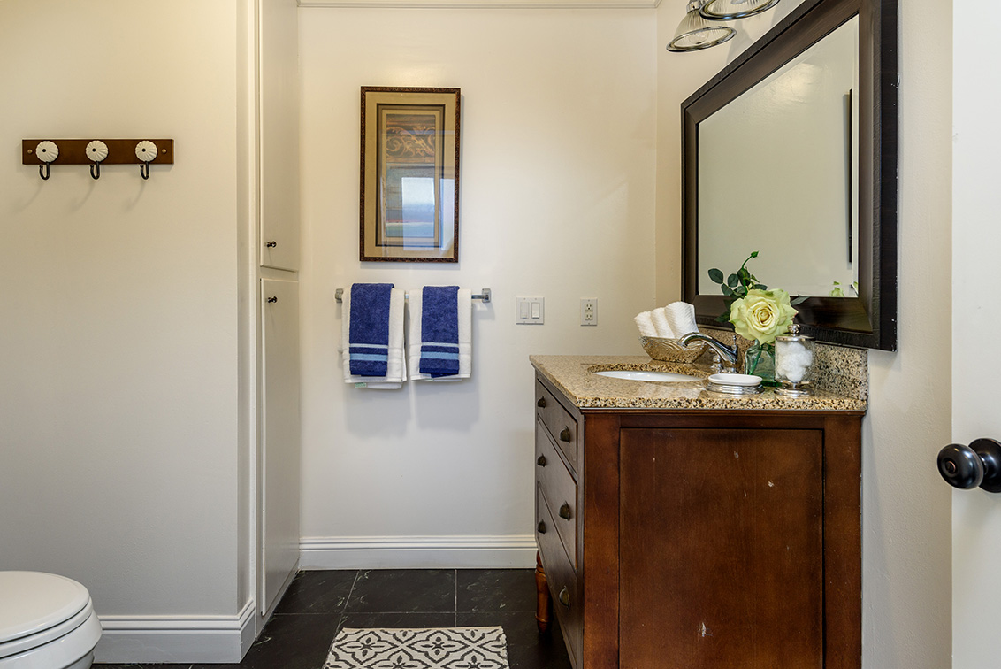 Master Bath (A) - 2624 Ponce Ave