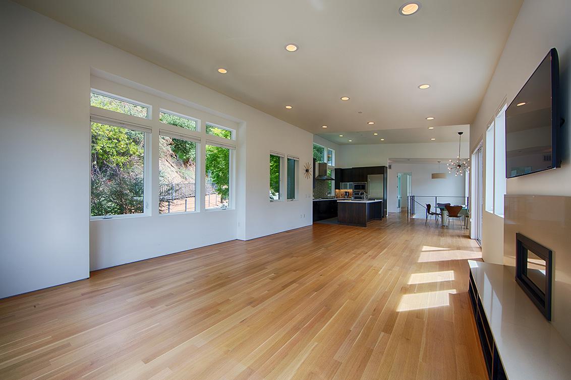 Living Room (C) - 16860 Quarry Rd