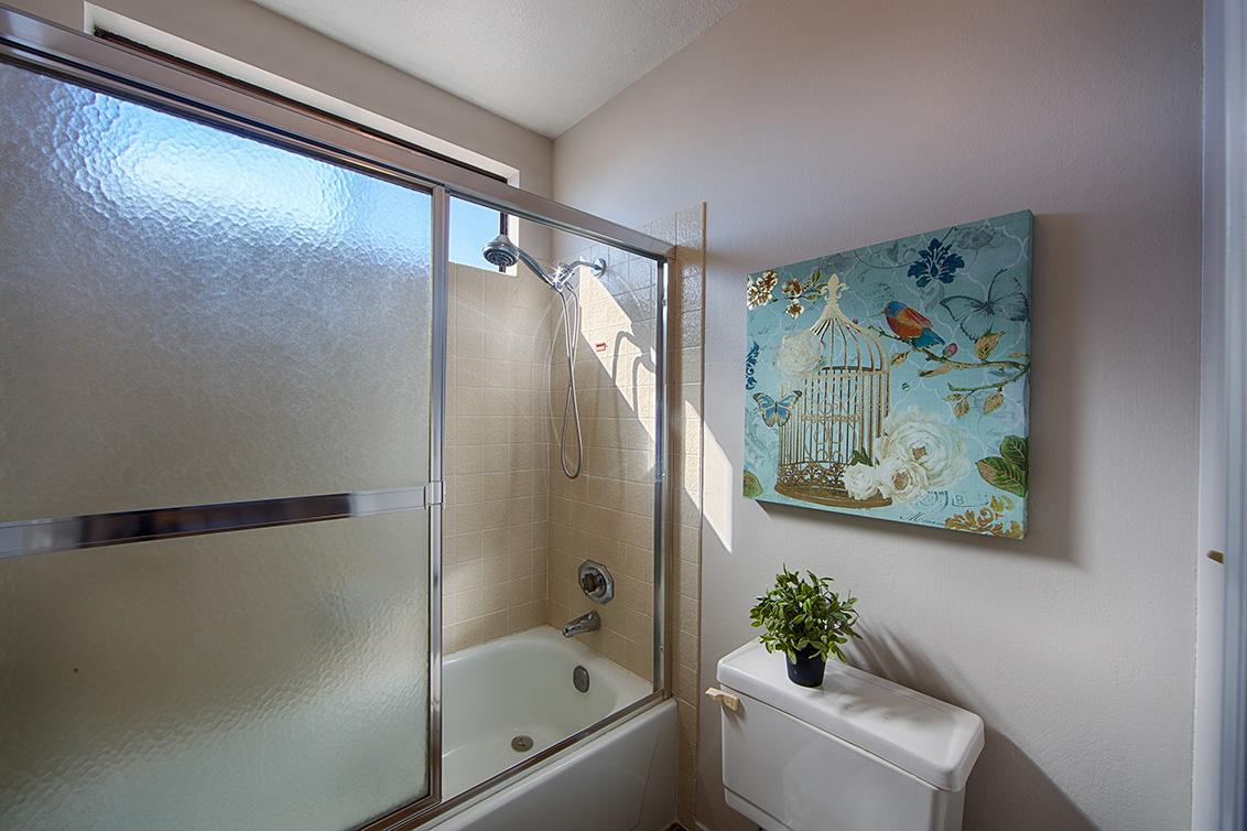 Bathroom 2 (B) - 4833 Scotia St