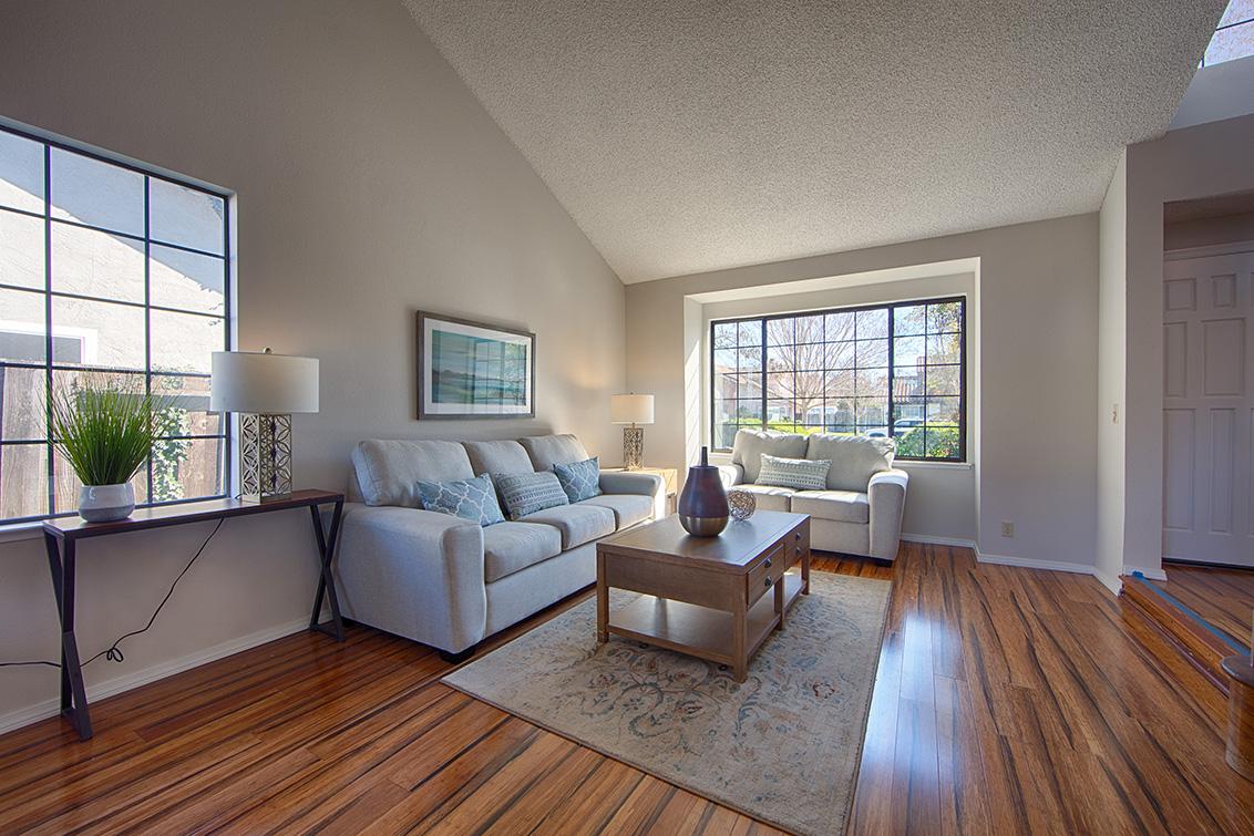 Living Room (B) - 4833 Scotia St