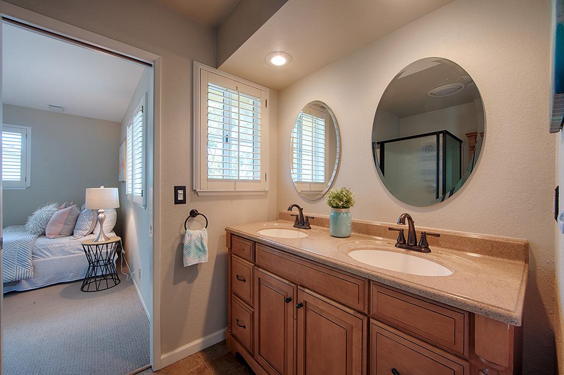 Bathroom 2 (A) - 271 Sierra Vista Ave 9