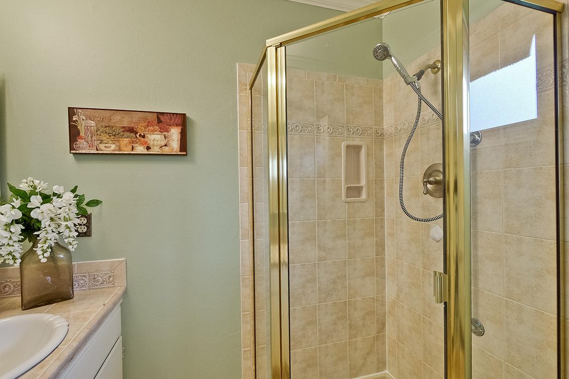 Master Bathroom (B)