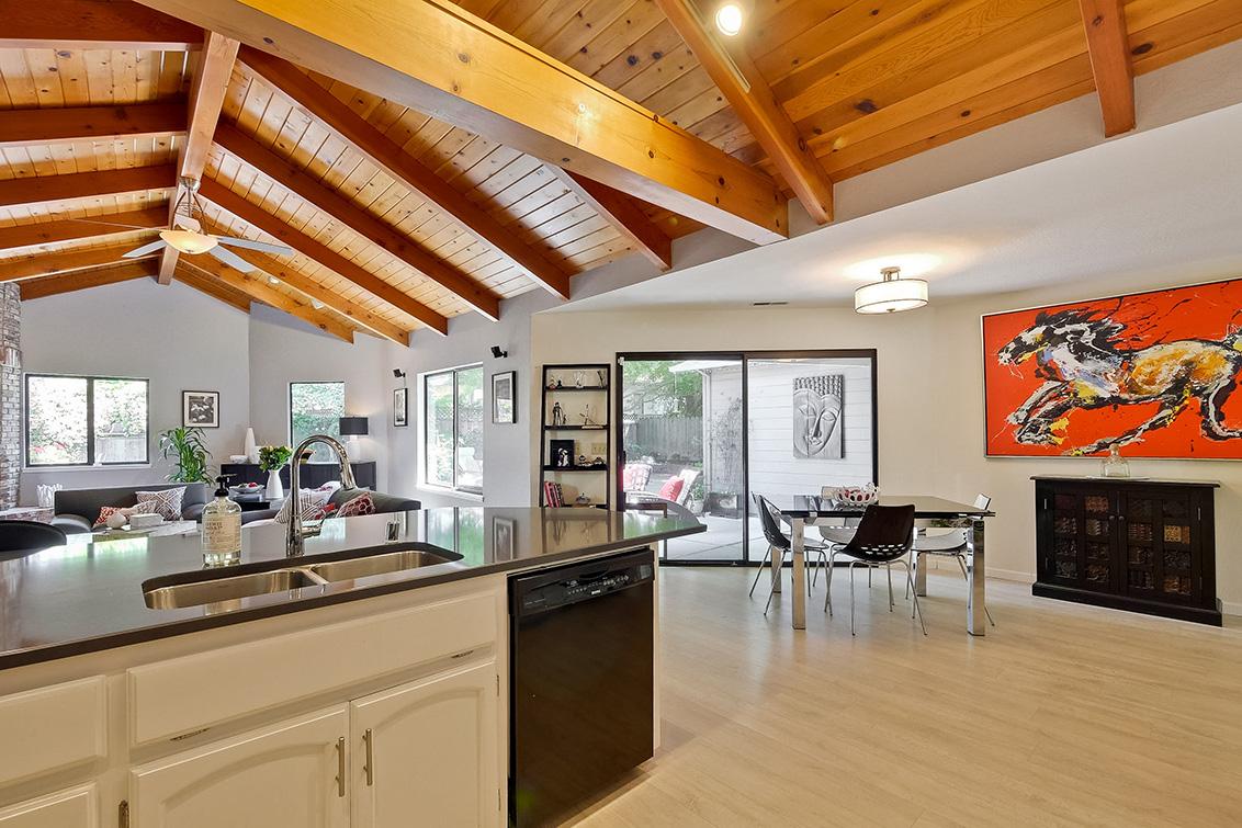 Kitchen (J)