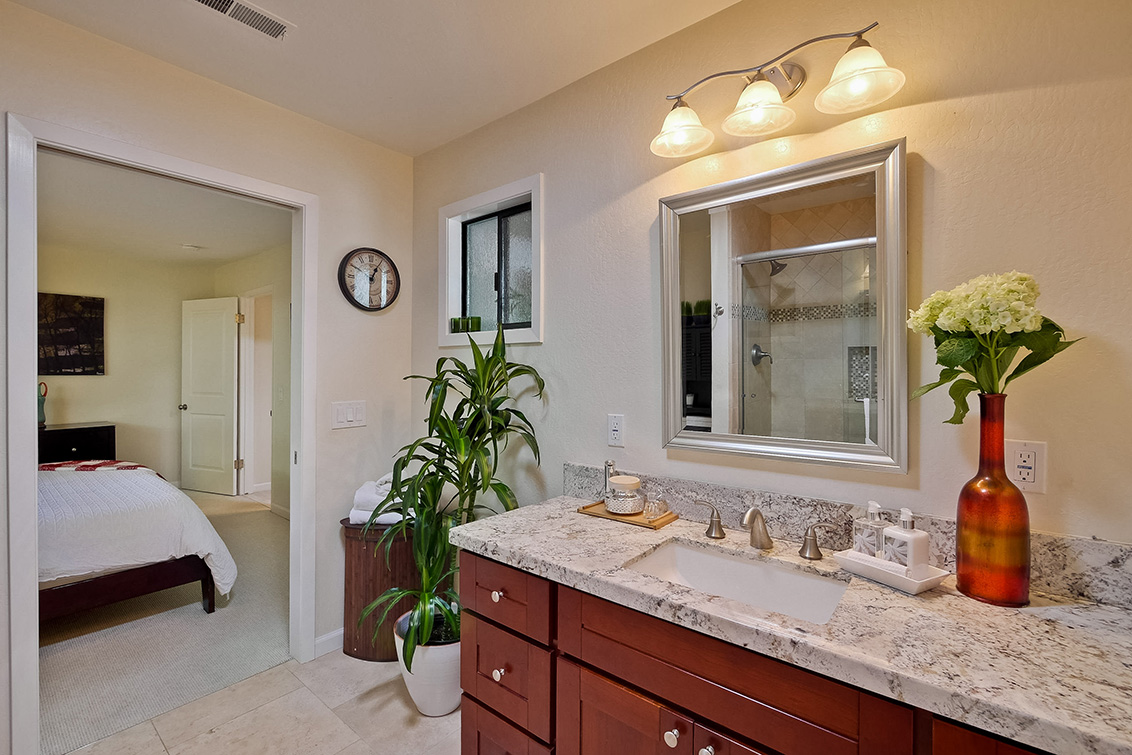 Master Bathroom (D)