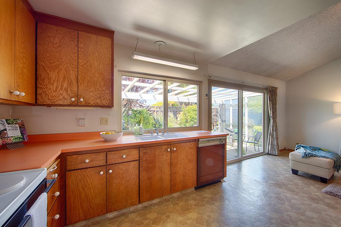 Kitchen (D) - 110 Trimaran Ct
