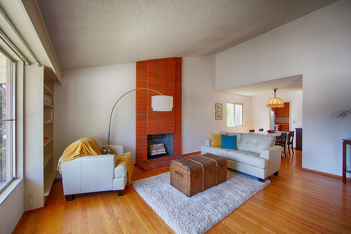 Living Room (D) - 110 Trimaran Ct