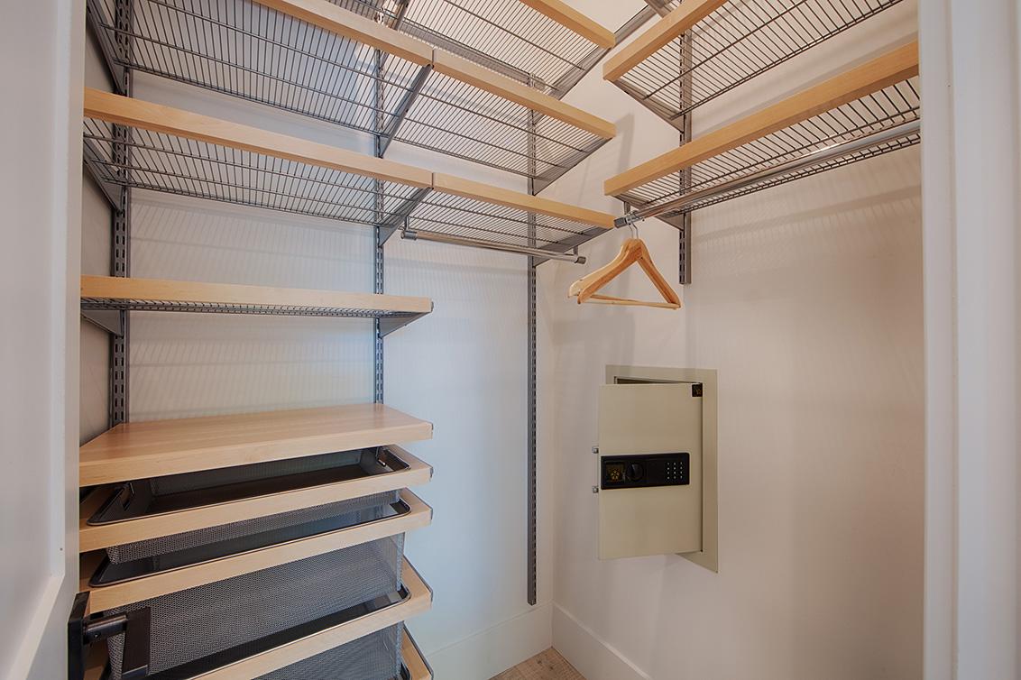 Bedroom 3 Closet (A)