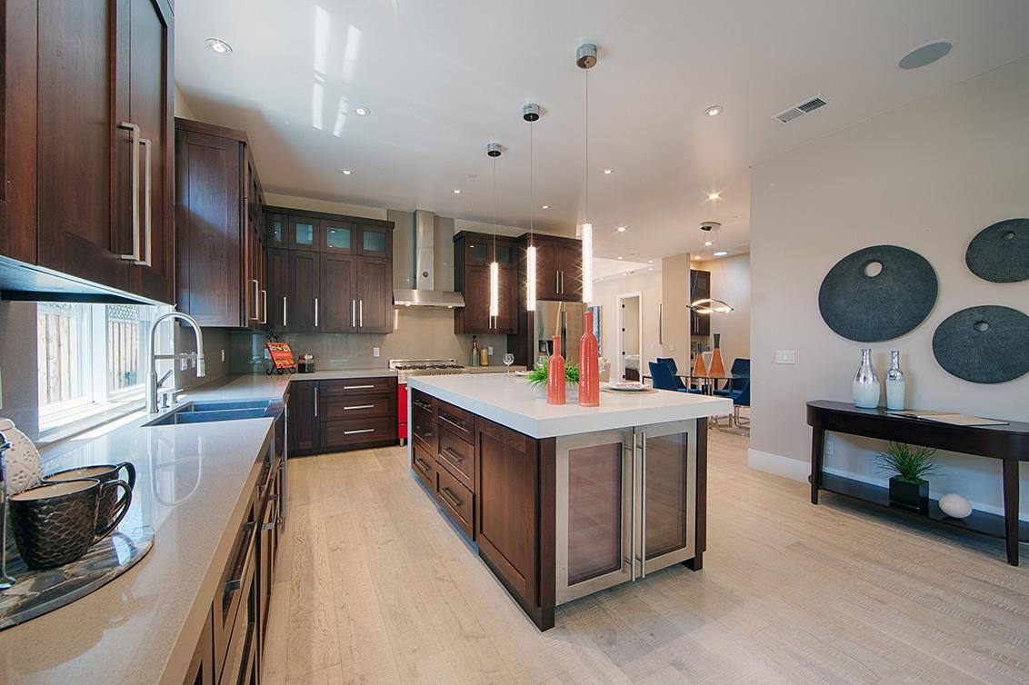 Kitchen (C) - 513 Burgoyne St
