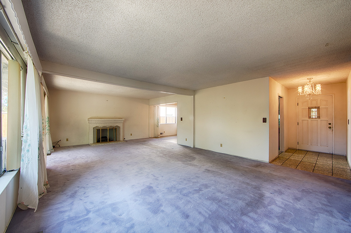 Living Room (B) - 4785 Corrales Dr