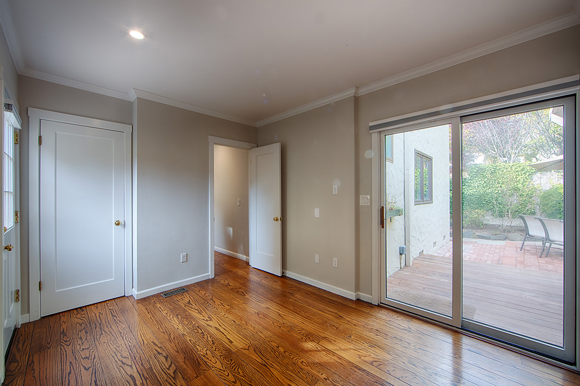 Family Room (C) - 813 Covington Rd