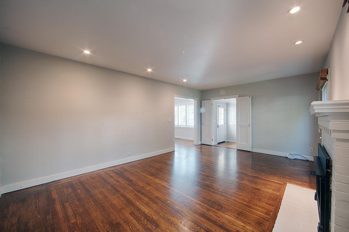 Living Room (C) - 813 Covington Rd