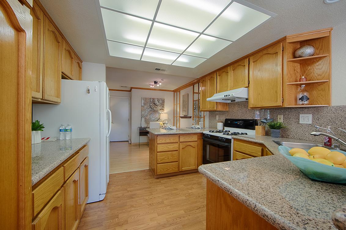 Kitchen (A) - 2119 Cuesta Dr