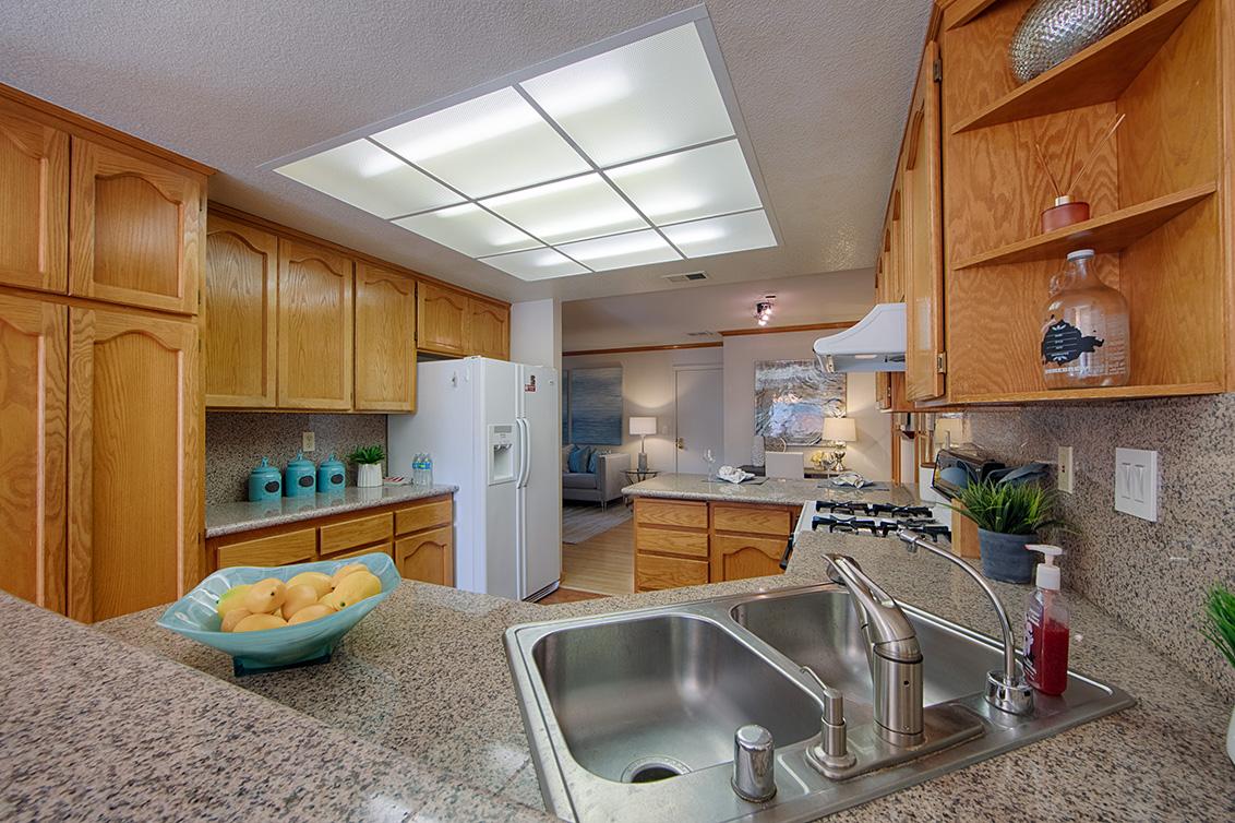 Kitchen (D) - 2119 Cuesta Dr