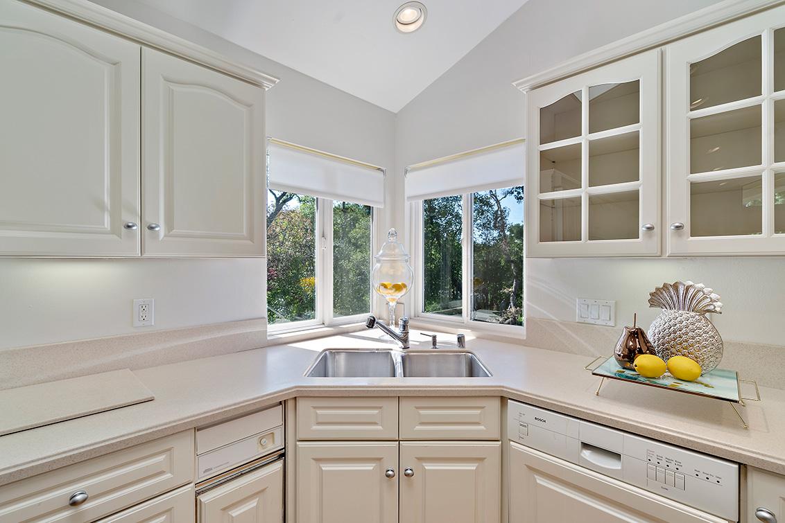 Cottage Kitchen (B)
