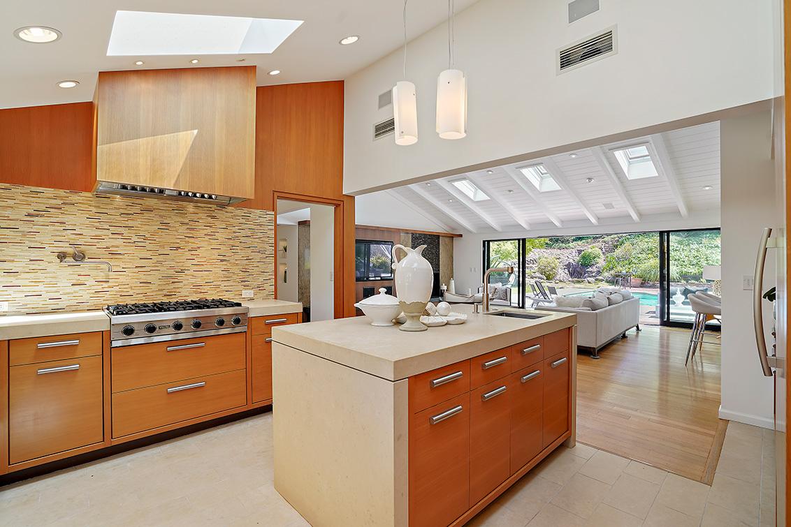 Kitchen (K)