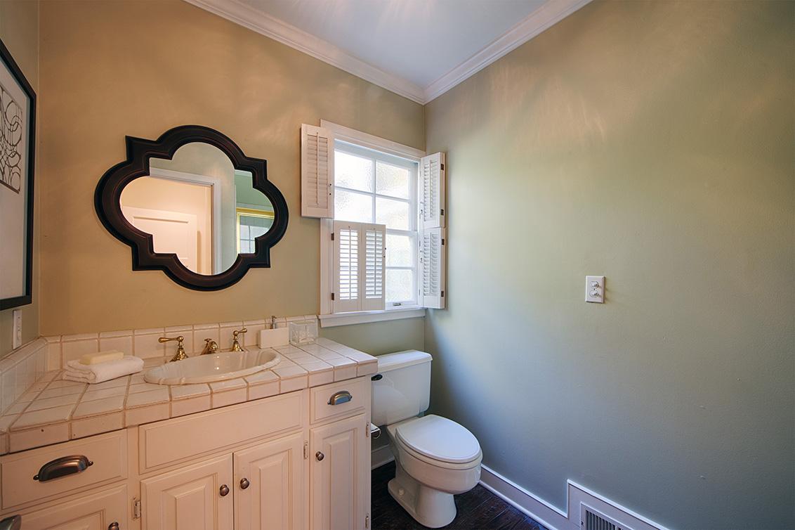 Bathroom 3 (A) - 1437 Hamilton Ave