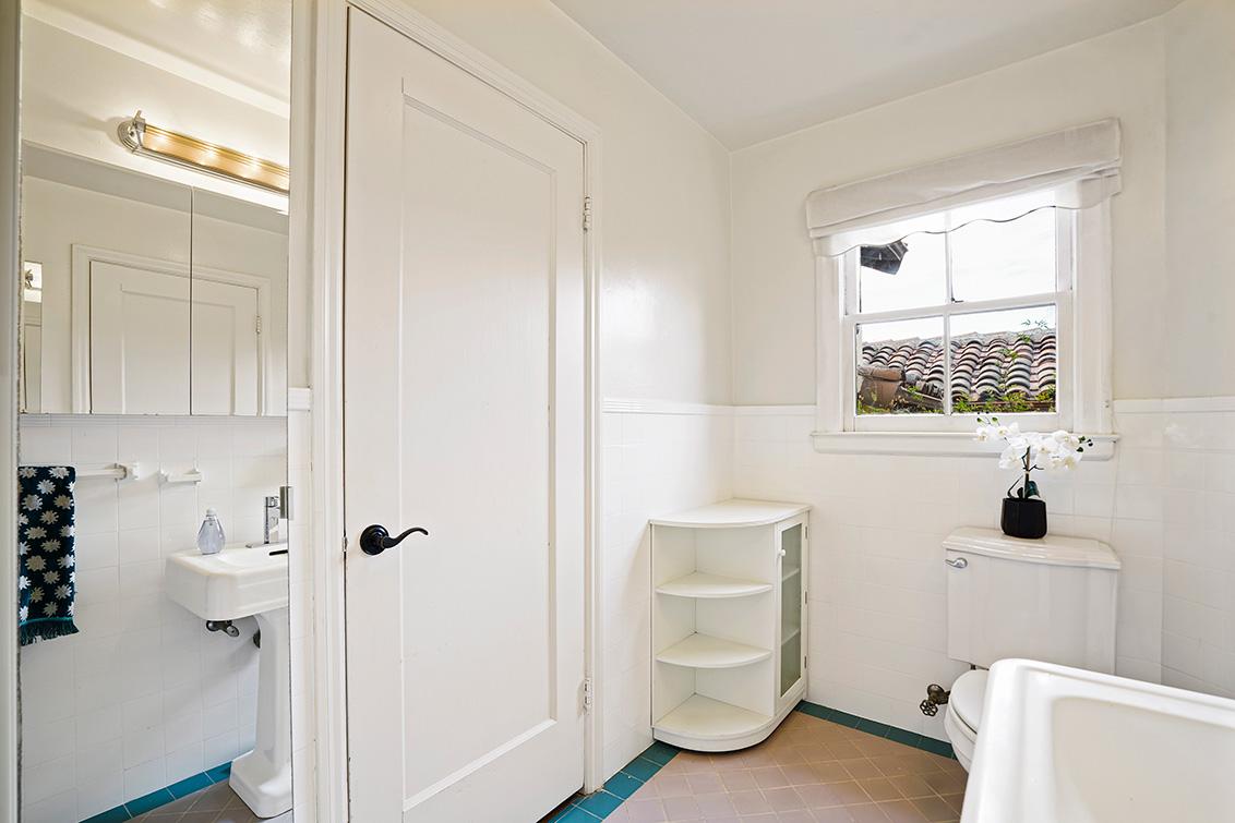Bathroom 1 (A) - 30 Hilltop Dr