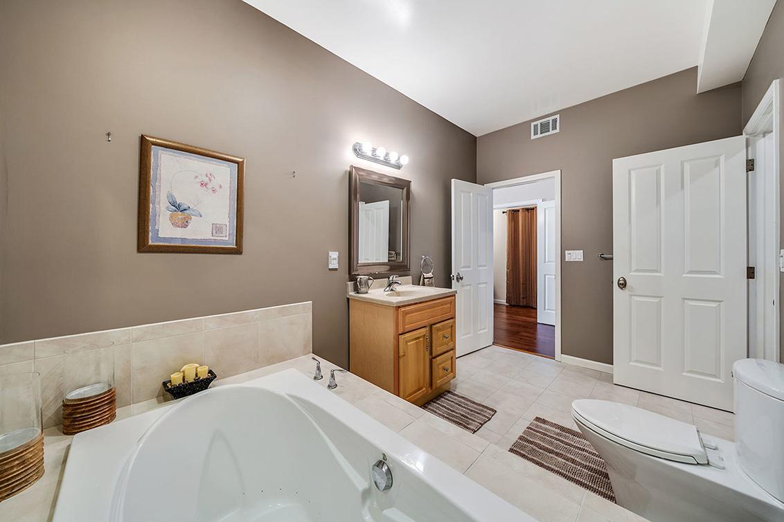 Bathroom 4 (D)