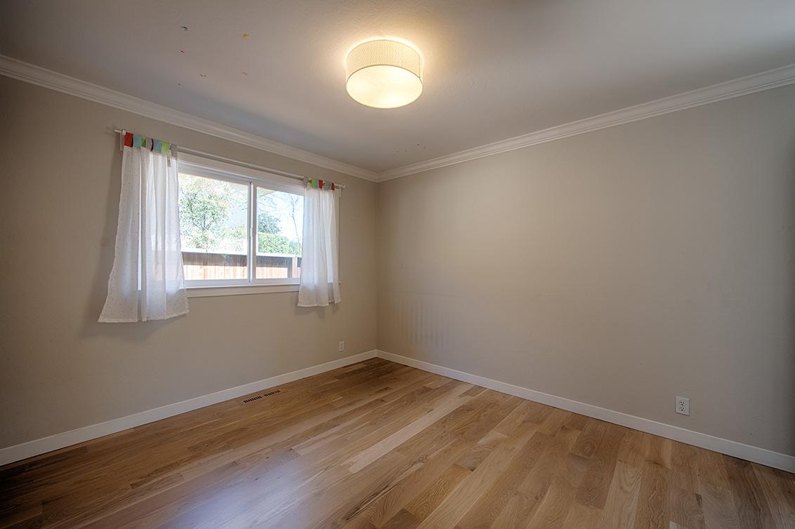 Bedroom 2 (B) - 136 Lyndhurst Ave