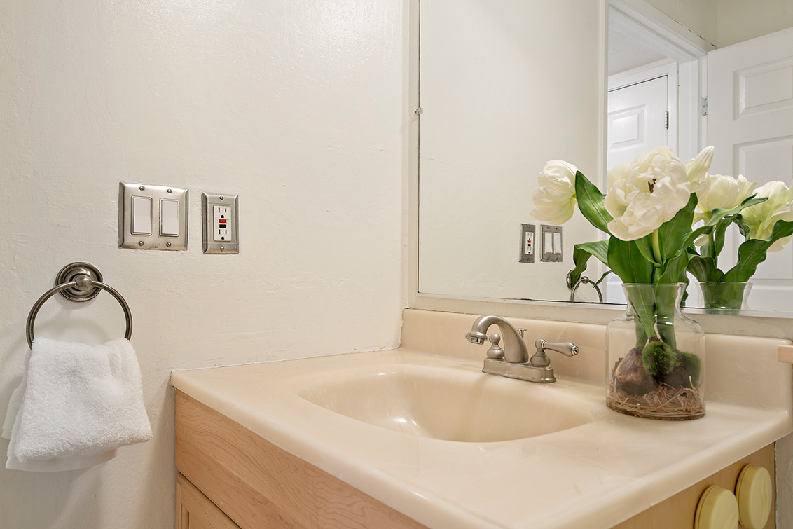 Half Bath (B) - 1481 Marlin Ave