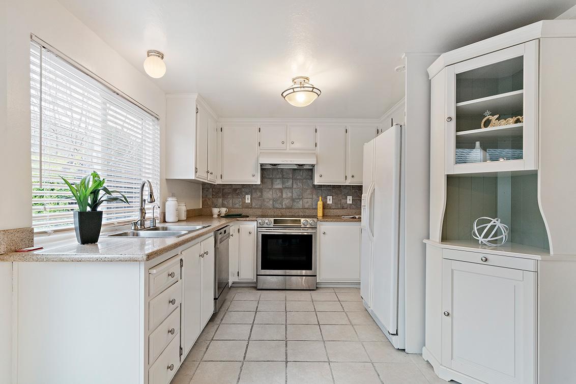 Kitchen (E) - 1481 Marlin Ave