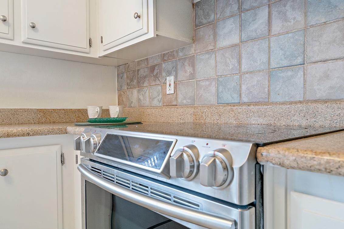 Kitchen Range (B) - 1481 Marlin Ave