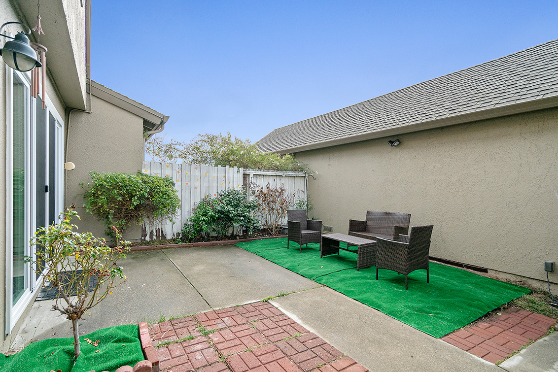 Patio (B) - 1481 Marlin Ave