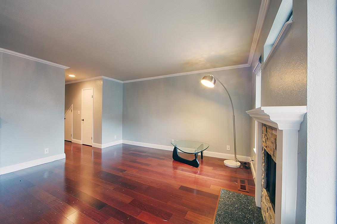 Living Room (C) - 406 Pepper Ave