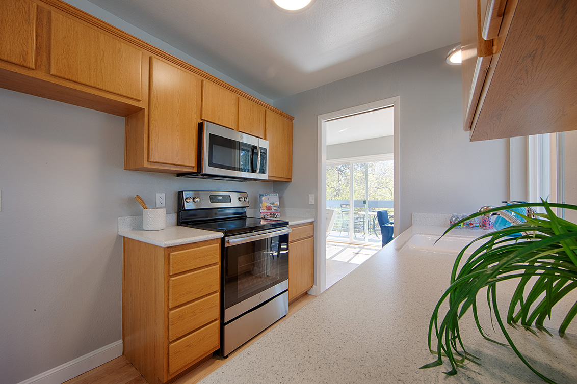 Kitchen (C) - 1017 Shell Blvd 12
