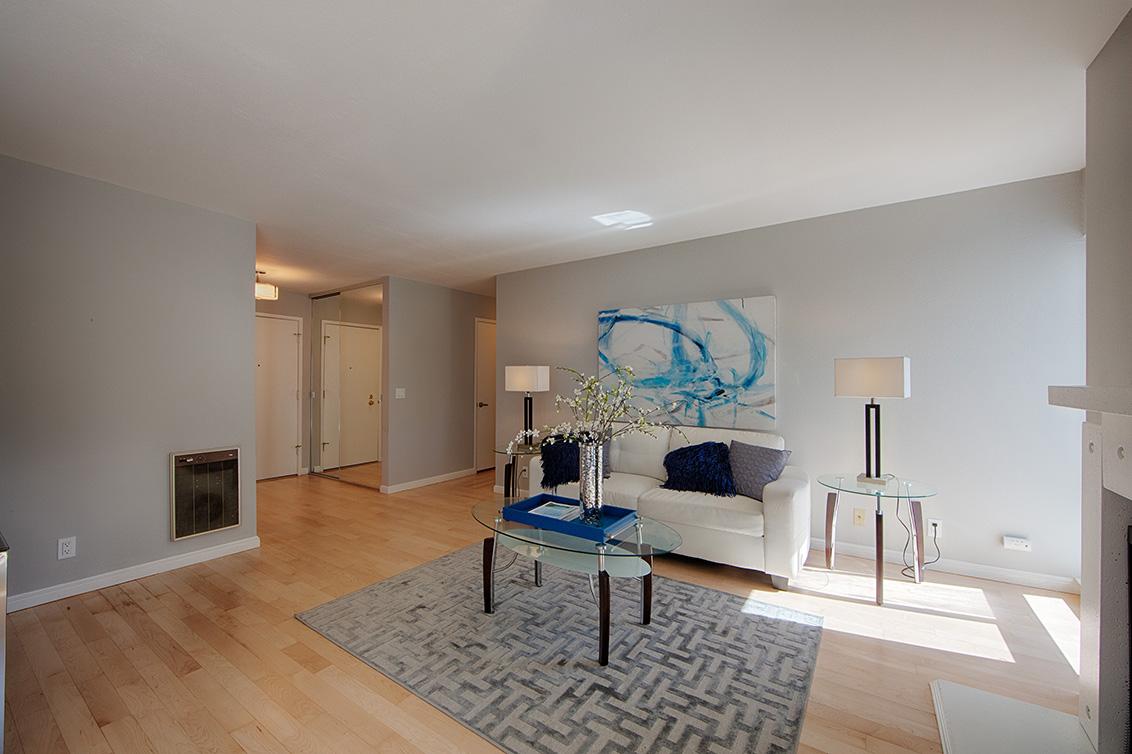 Living Room (C) - 1017 Shell Blvd 12