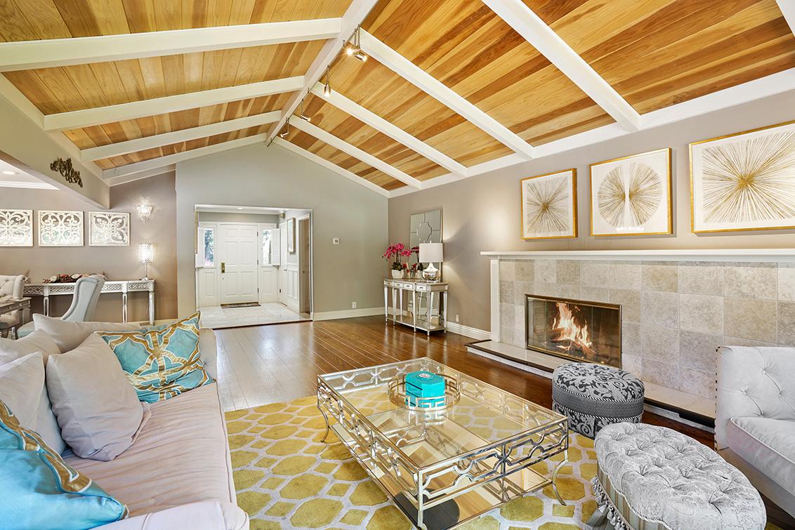 Living Room (C) - 302 Stevick Dr