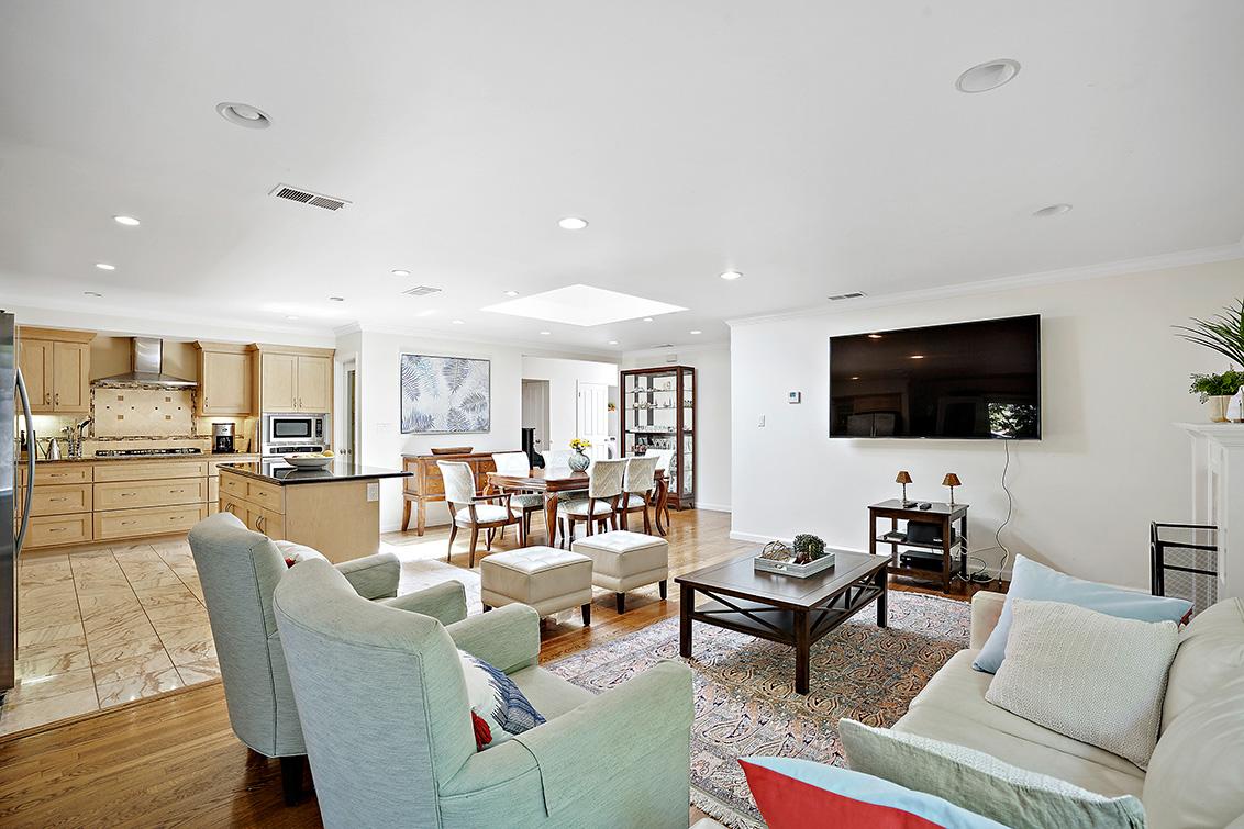 Living Room (C) - 932 Tulane Dr