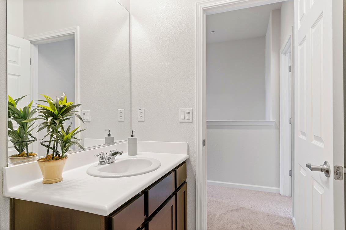 Bathroom 3 (B) - 5909 Via Lugano