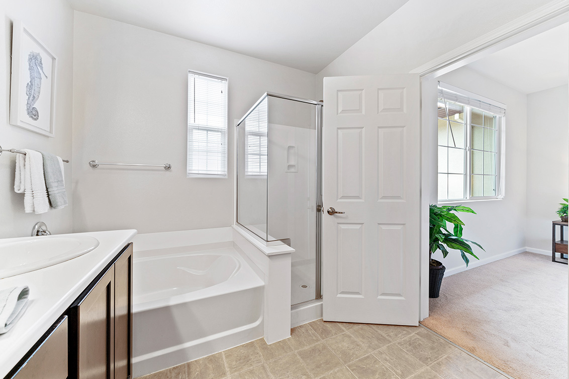 Master Bath (B) - 5909 Via Lugano