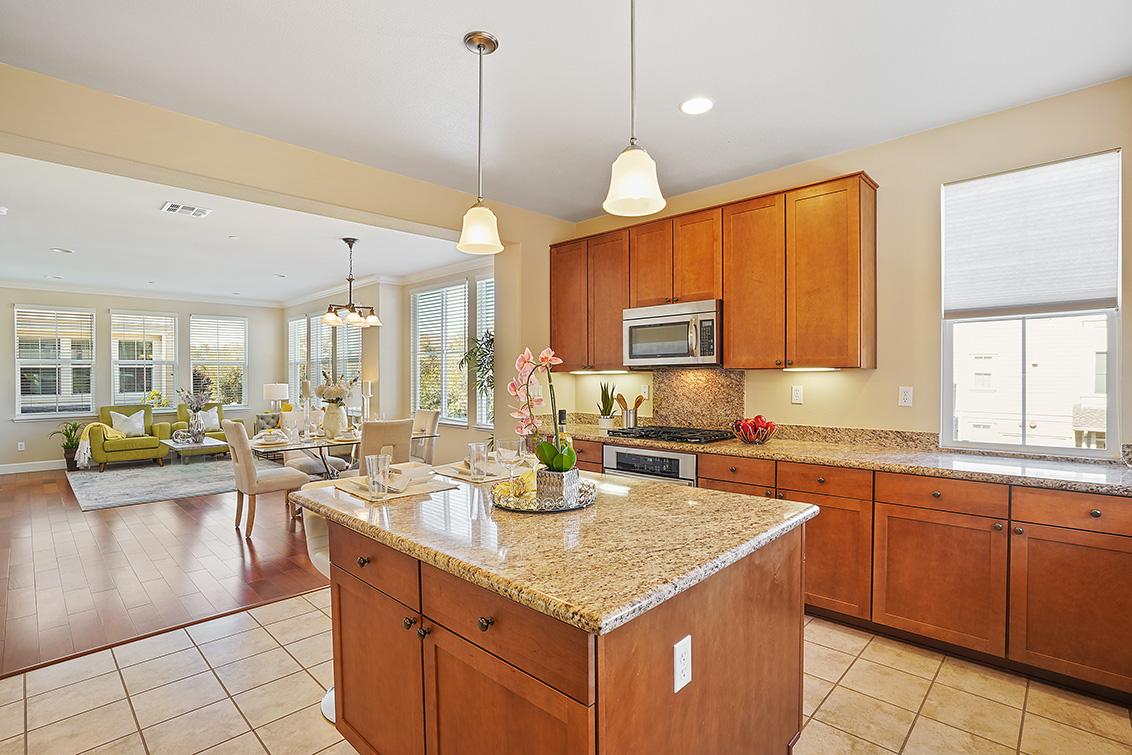 Kitchen (C) - 37 Bremerton Cir