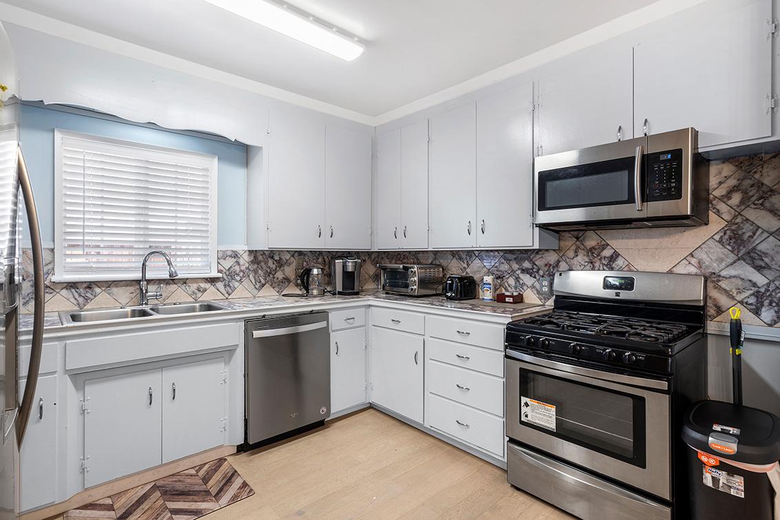 Kitchen (A) - 126 E Humboldt St