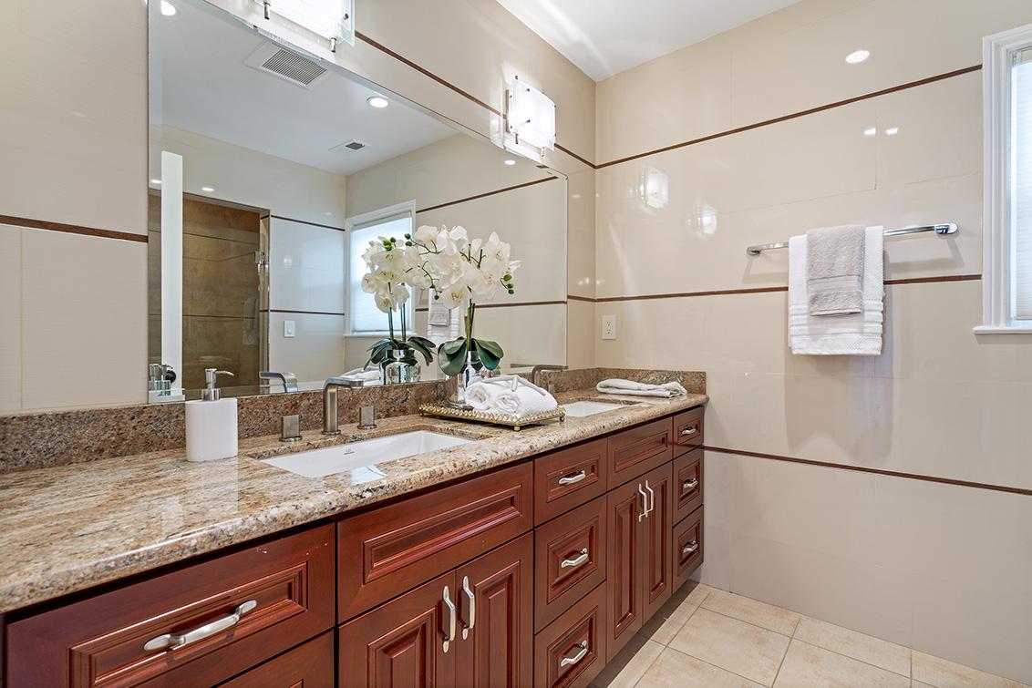 Bathroom 3 (A) - 4001 Hacienda St