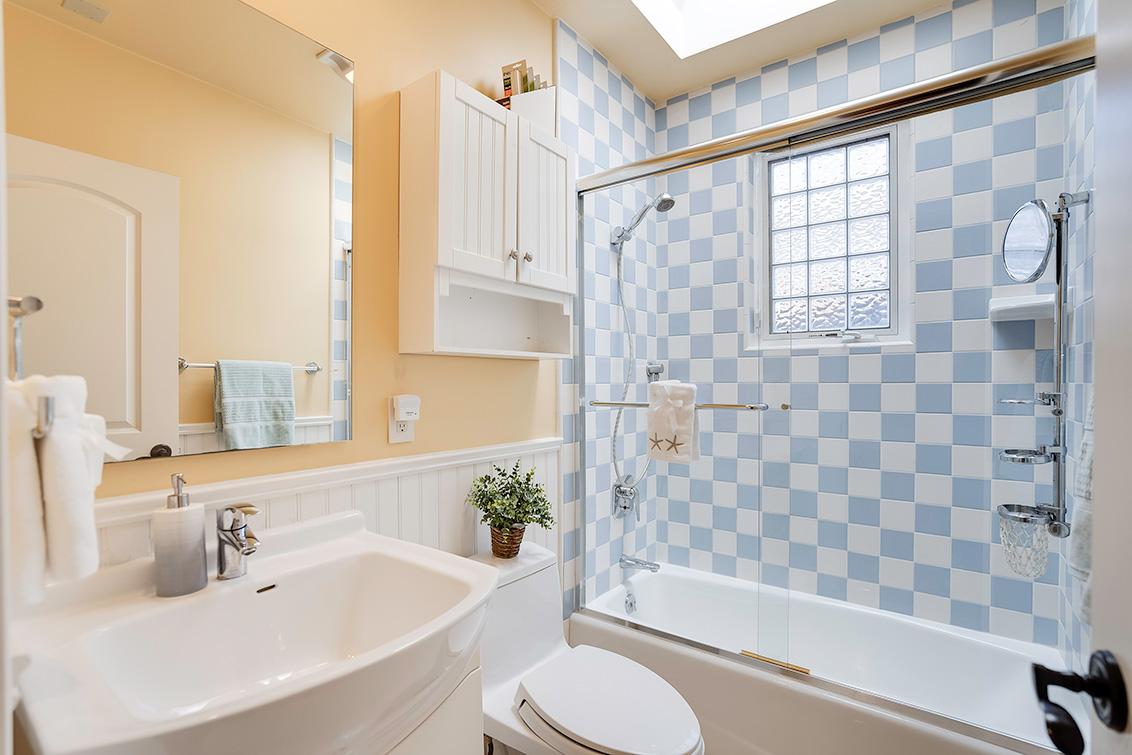 Bath 2 (A) - 3932 Park Blvd